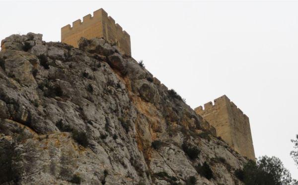 Sax. Farallón bajo el castillo. Vertiente Norte. Foto R.Puig