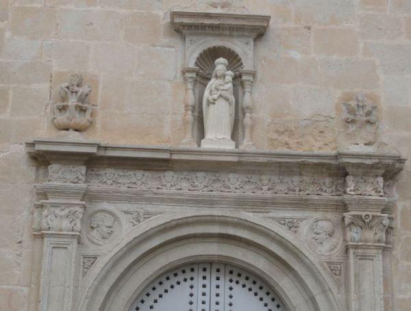 Sax. Friso renacentista en la fachada lateral. Iglesia de la Asunción. Foto R.Puig