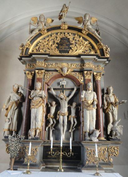 Iglesia de Löderup. Retablo del siglo XVIII. El crucificado y los evangelistas. Foto R.Puig