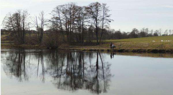 Pescadores a la orilla del rio Lagan. Laholm. Foto R.Puig