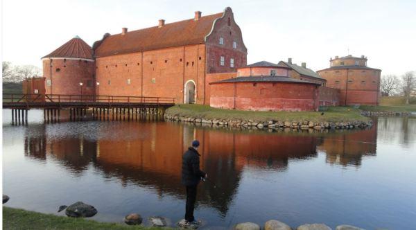 Pescando en el foso de la Citadell. Landskrona