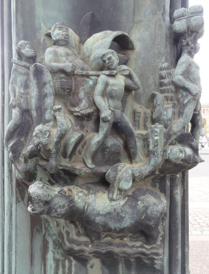 La Casa del Mundo. Pedestal de la enseña. El amo y los esclavos.. Gotemburgo. Foto R.Puig