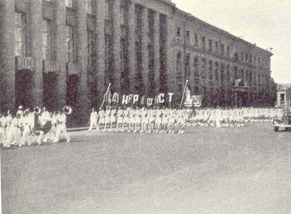 Desfile de trabajadores. Leningrado. Allan Vougt. Moskva Madrid. Stockholm 1938