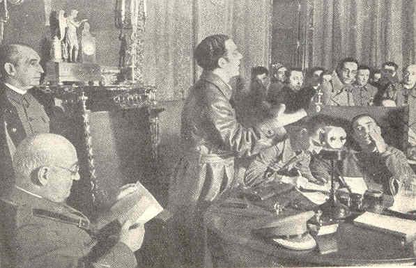 l General Miaja y un grupo de prisioneros italianos escuchan al Ministro de Educación Jesús Hernández. Allan Vougt. Moskva Madrid. Stockholm 1938