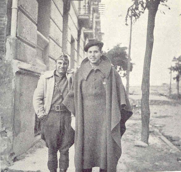 Soldado vasco junto a un compañero en Madrid. Allan Vougt. Moskva Madrid. Stockholm 1938