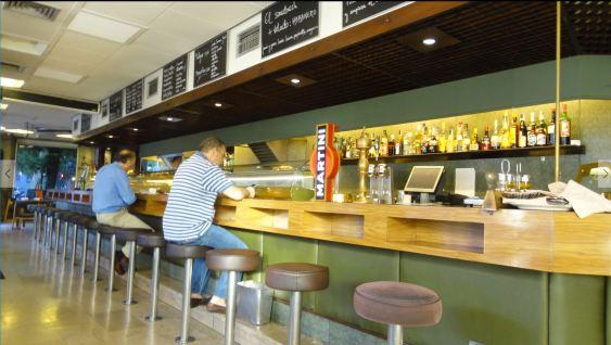 Cafetería Santander a las ocho de la mañana. Foto R.Puig