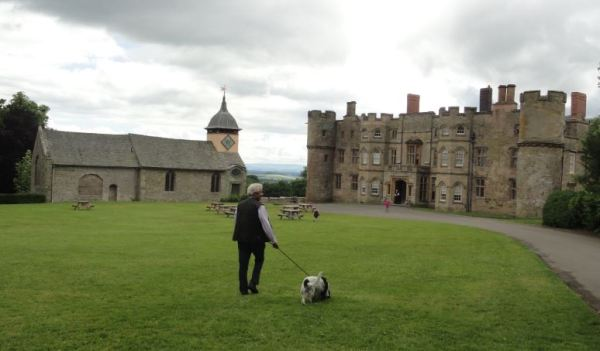 El Croft Castle. s.XVIII y su capilla de San. Miguel s.XVII. Foto R.Puig