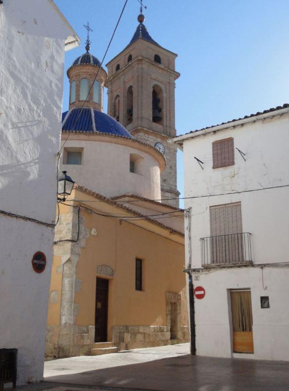 Requena. Iglesia Torre de El Salvador y cúpula del Sagrario.  Foto R.Puig