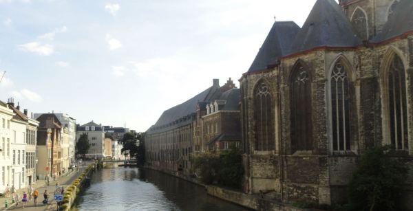 Gante. El canal de la Predikherenlei y el ábside de San Miguel. Foto R.Puig