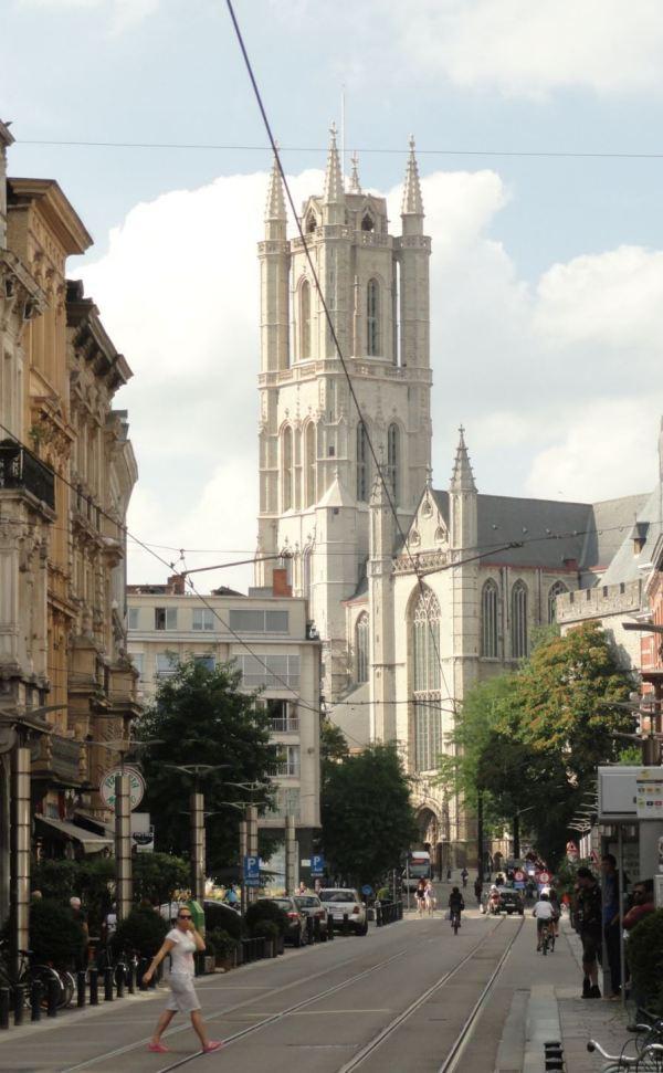 Gante. Limburgstraat y catedral de San Bavón. Foto R.Puig