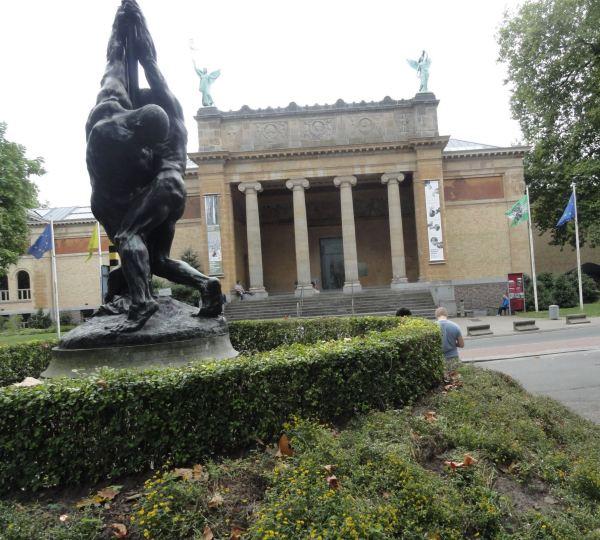 La entrada del Museo de Bellas Artes de Gante. Foto R.Puig