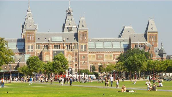 La explanada de los museos. Amsterdam. Foto R.Puig