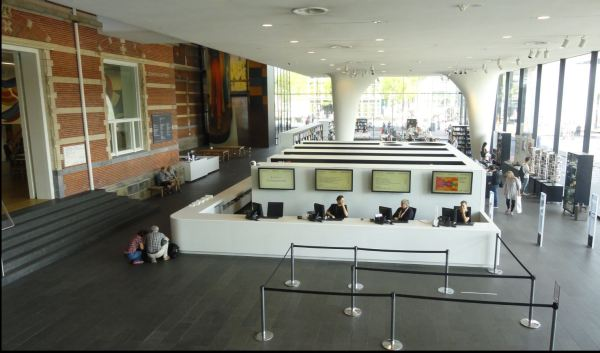 La recepción. Museo de Arte Moderno. Amsterdam. Foto R.Puig