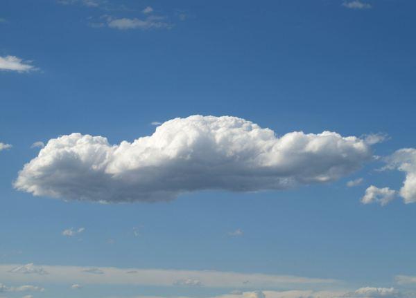 las buenas nubes que os dan seguridad... Foto R.Puig