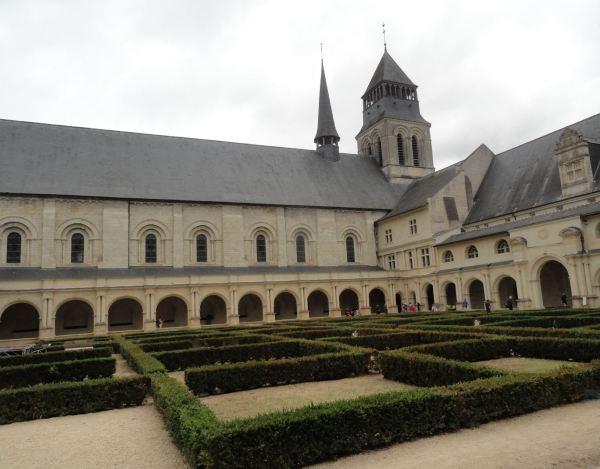 Fontevraud.  Claustro de la abadía.Foto R.Puig
