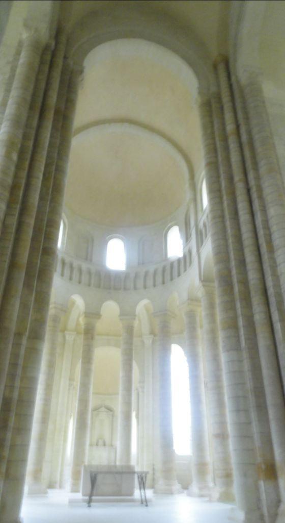 La Abadía de Fontevraud. Altar y ábside. Foto R.Puig