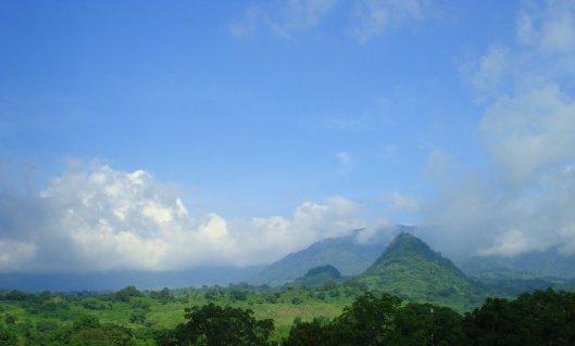 ...vecinos de los picos de las montañas. Sierra de Otontepec. Foto Adrian.mar