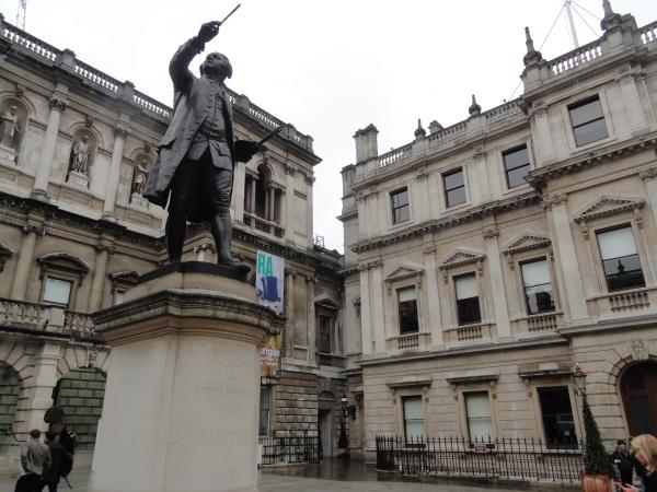 Estatua de Constable ante la Royal Gallery of Art .Foto R.Puig
