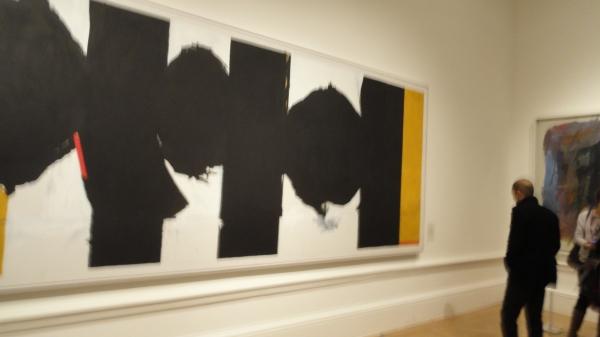 Exposición del Expresionismo abstracto. Royal Academy of Arts. Ante la Elegía de la República Española 1965-75 de Robert Motherwell. Foto R.Puig