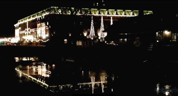 Luces de Adviento a la vera del canal. Foto R.Puig