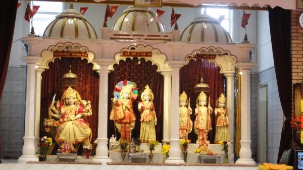 Altares de Durga, Krishna y Rama. Leicester. Foto R.Puig