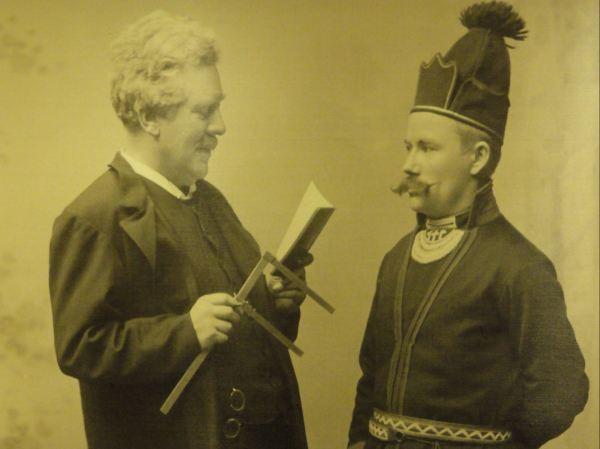 Biólogo Racial tomando medidas a un varón sami. Nordiska Museet.