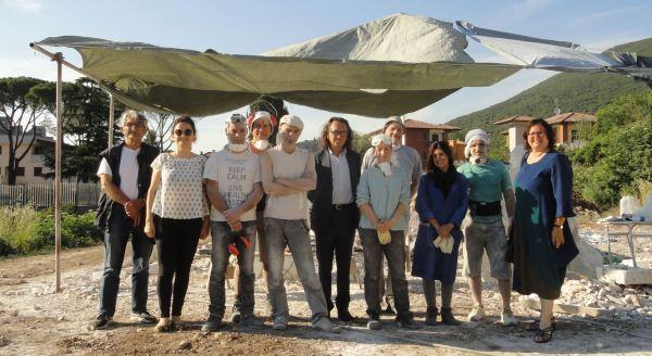 Escultores españoles en el simposio de Palombara Sabina con compañeros italianos y la Profesora Impei