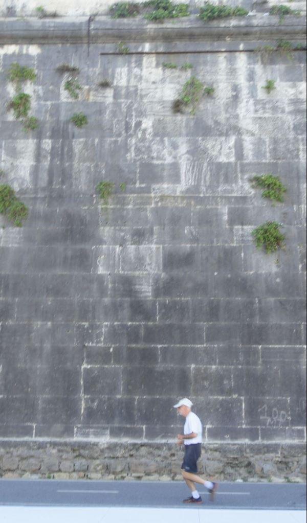 Los muraglioni del Tiber también son de travertino romano. Foto R.Puig