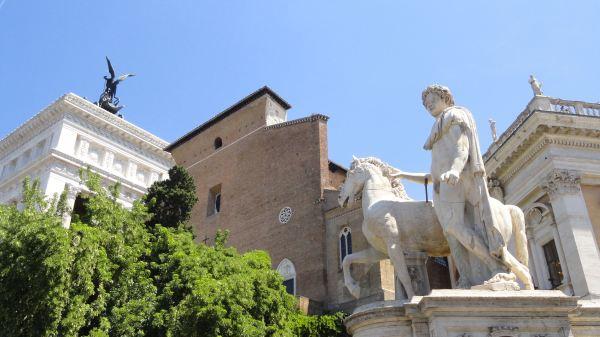 Subiendo las escalinatas de los Museos Capitolinos. Foto R.Puig