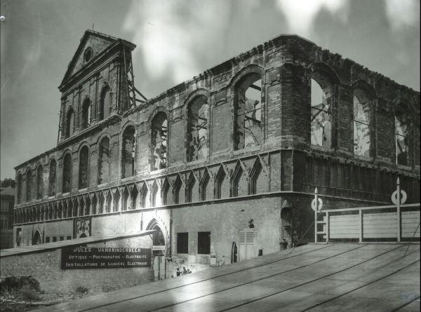 La biblioteca de Lovaina quemada por el ejército alemán en 1914. Foto de Richard Hamman 1918.