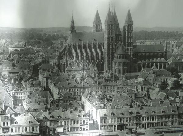 Catedral y centro de Tournai. Theodor von Lüpke 1918