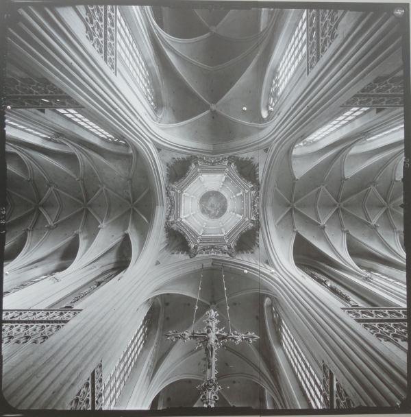 El transepto de la Catedral de Nuestra Señora en Amberes. Theodor von Lupke 1917.
