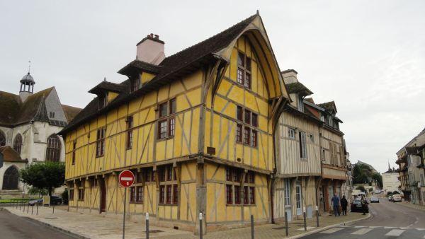 Troyes. Casa con fachadas de colombage junto a Saint-Nizier. Foto R.Puig