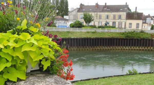 Troyes. El canal desde el puente de acceso a la Cité. Foto R.Puig