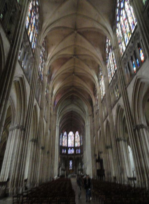 Troyes. La nave central de la catedral al atardecer. Foto R. Puig