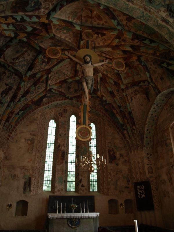 Iglesia de Härkeberga. Altar y Cristo en cruz del siglo XIII. Foto R.Puig