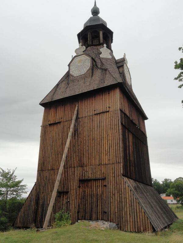 Iglesia de Veckholm. Campanario exento. Foto R.Puig