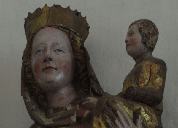 Iglesia de Veckholm. Virgen con el niño. Detalle Foto R.Puig