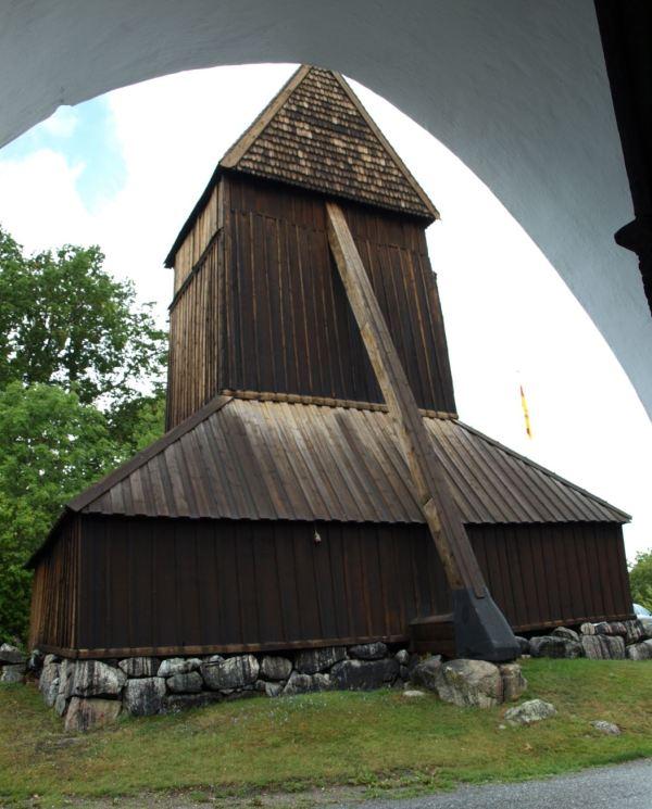 Tierra de campanarios medievales. Foto R.Puig