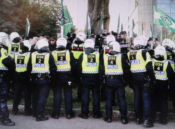 La policía cierra el paso al Nordiskfront. Foto Göteborgs Posten