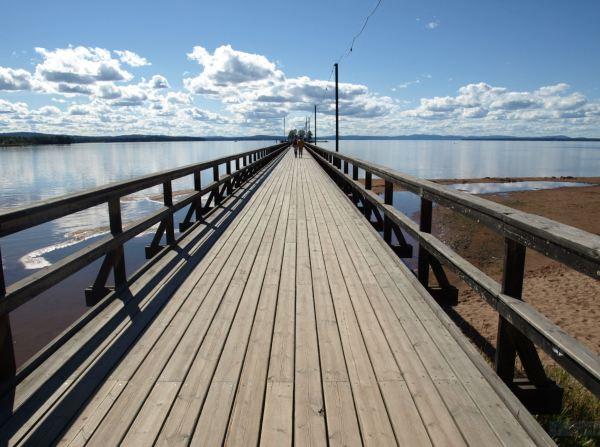 Puente de madera de Rättvik sobre el lago Siljan. Foto R.Puig