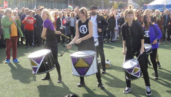 Tambores contra el neonazismo. Foto R.Puig