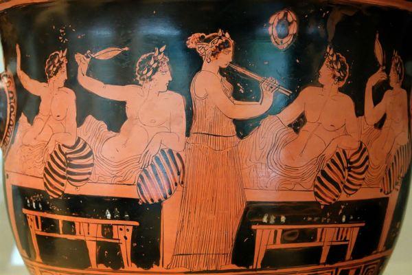 Vaso ático con escena de banquete. 420 a.C. Foto Marie-Lan Nguyen. Wikipedia Commons