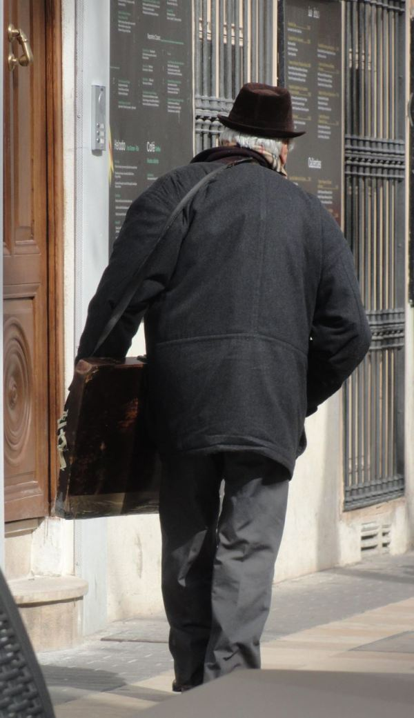 El Sr. Marín continúa su jornada. Foto R,Puig