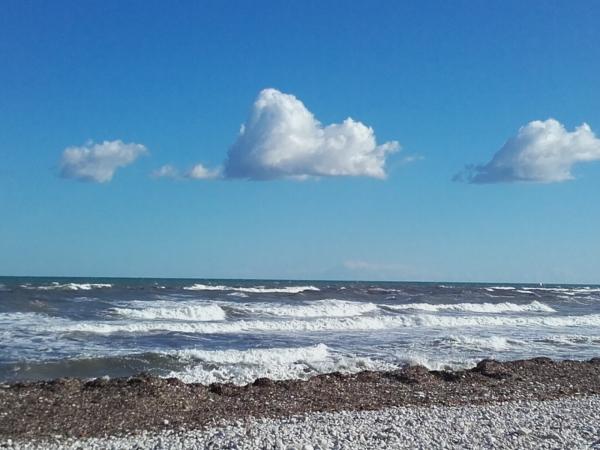 Mar revuelto en la Almadraba. Foto R.Puig