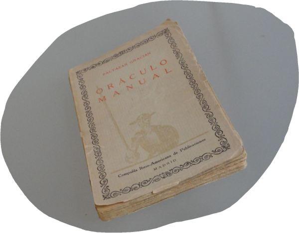 El libro espera. Foto R.Puig