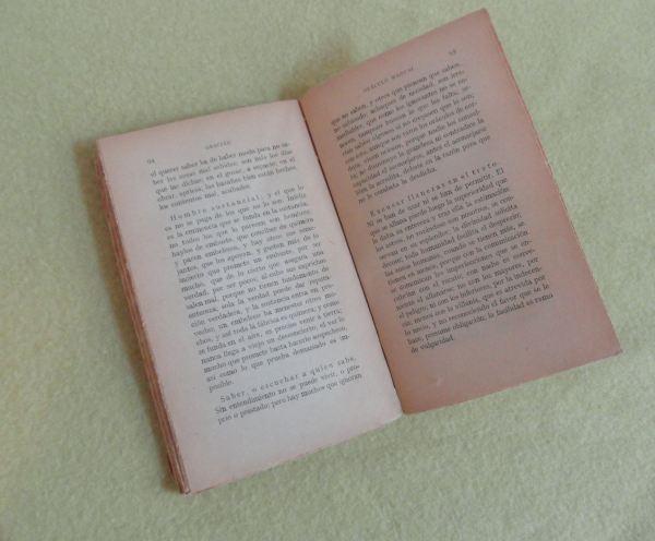 El libro se abre. Foto R.Puig