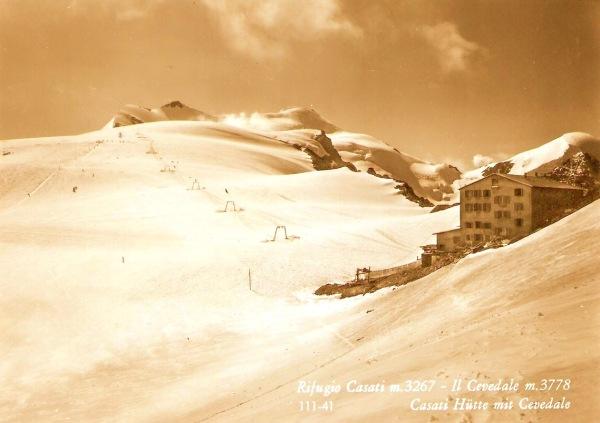 Refugio Casati y cima del Cevedale.Vieja postal años 60