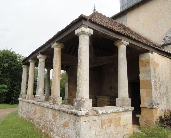 Atrio lateral de Santa Gertrudis. s. XVI. Selongey. Foto R.Puig