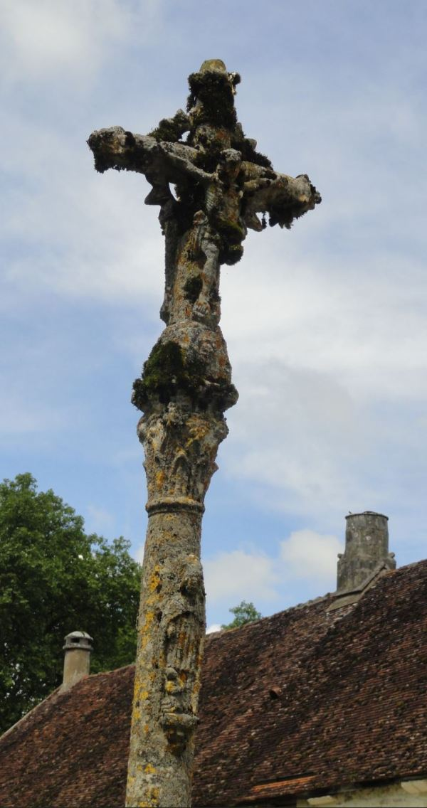 Calvario a la entrada de Fontenay. Foto R.Puig